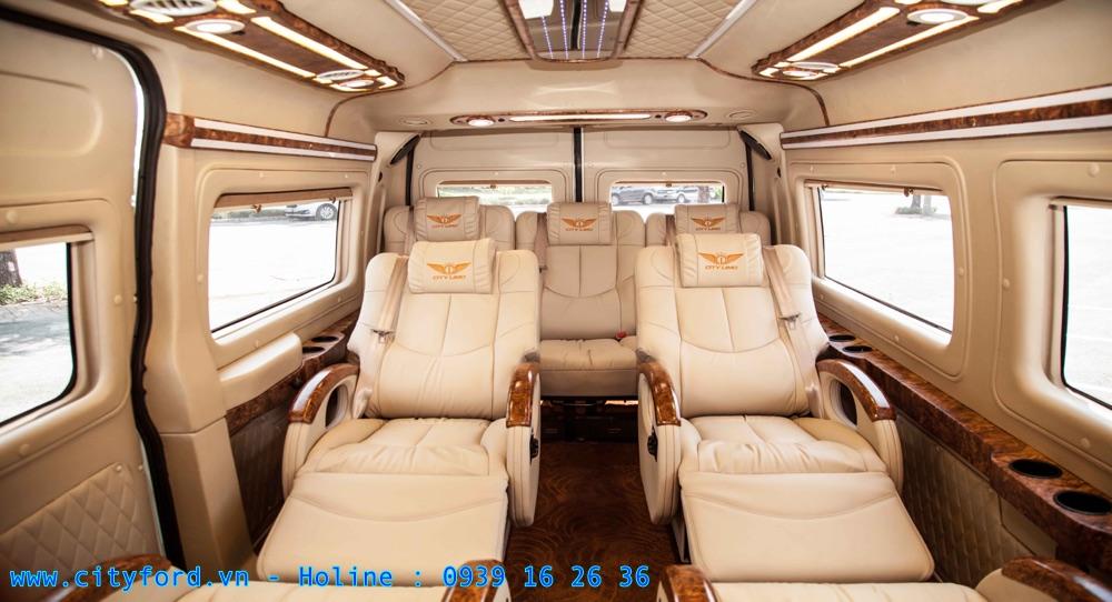 Ford Transit Limousine cho khong nội thất cực kỳ rộng rãi và thoải mái cho những chuyến đi