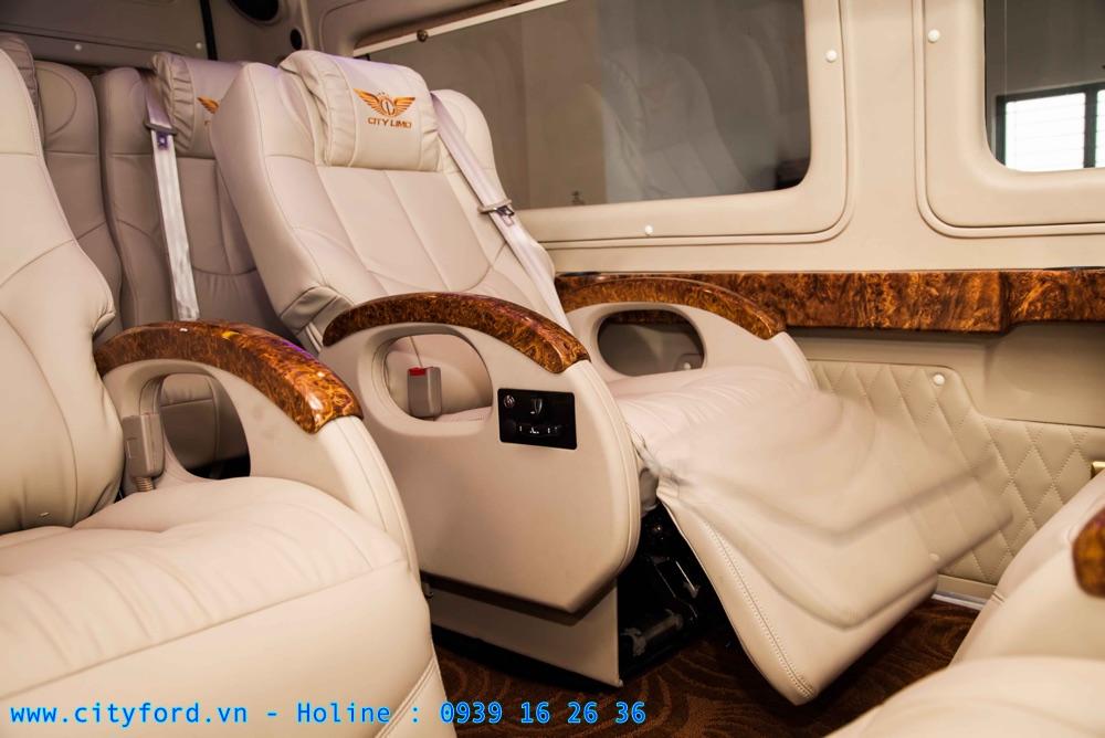 Ford Transit Limousine ghế ngồi độc lập được điều chỉnh bằng điện