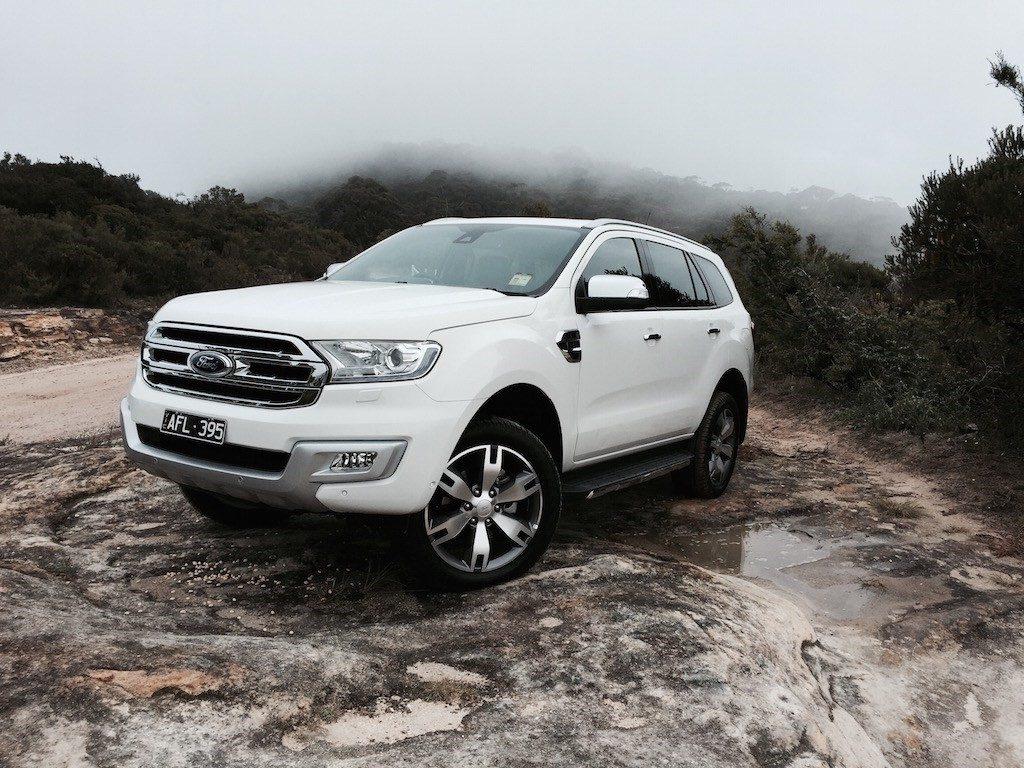 Có thể lội sâu tới 800 mm, Ford Everest là một chiếc xe hoàn hảo trong mùa mưa