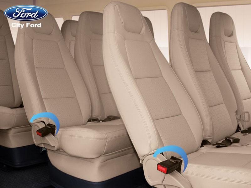 Không gian trong xe khá thoải mái