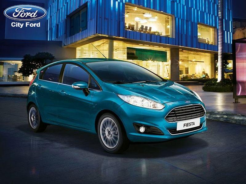Xe Ford Fiesta nhỏ gọn dễ dàng di chuyển trong phố với bán kính vòng quay nhỏ, cùng góc nhìn rộng và tiết kiệm nhiên liệu