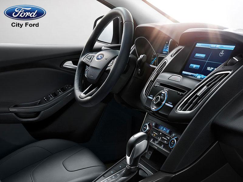 Ford Focus với hình dáng được nhấn mạnh ở sự bề thế, rộng rãi