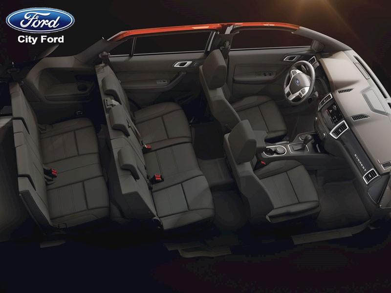 """Ford Everest sở hữu nội thất rộng rãi, trang bị hàng loạt """"đồ chơi"""""""