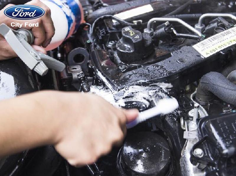 Cần thận trọng khi vệ sinh khoang động cơ xe ô tô