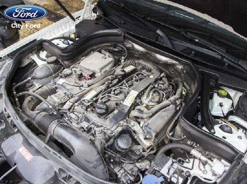 Khi vệ sinh xe có nên rửa khoang động cơ ô tô hay không?