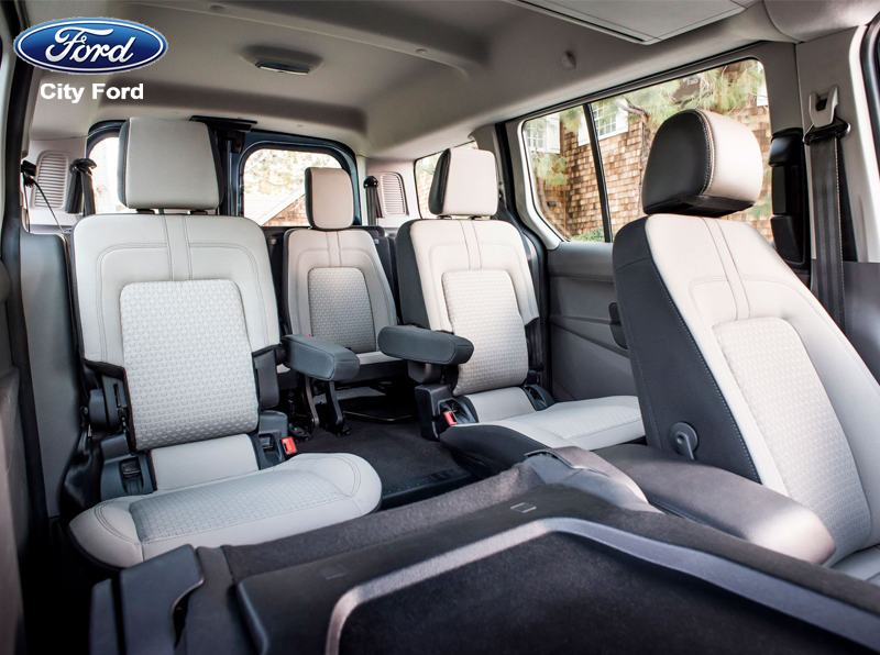 Không gian nội thất xe thoáng đãng, tạo thoải mái cho người ngồi