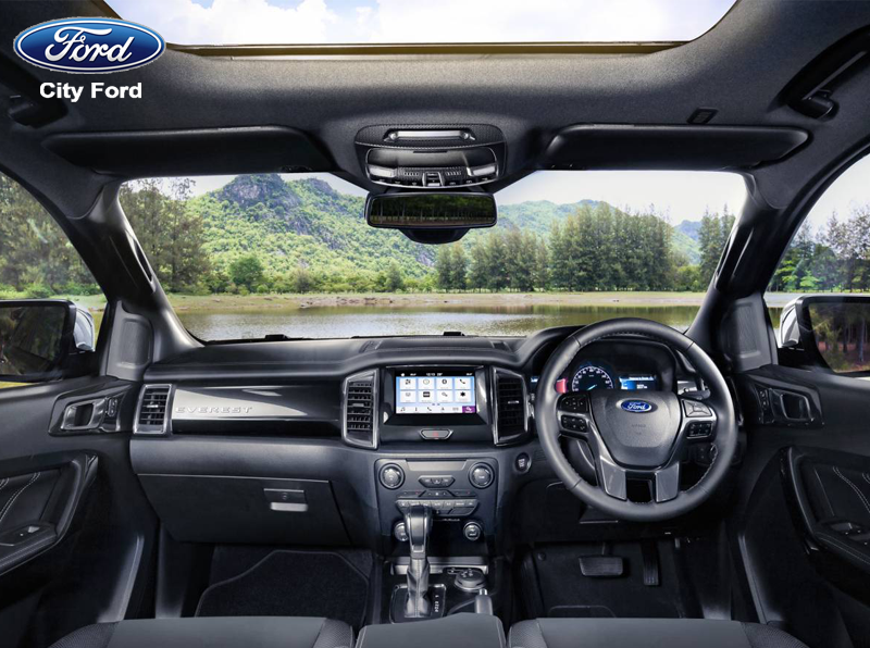 Nội thất rộng rãi, thiết kế mạnh mẽ cùng cấu hình cải tiến giúp Ford Everest trở thành sản phẩm hot trên thị trường xe SUV hiện nay.