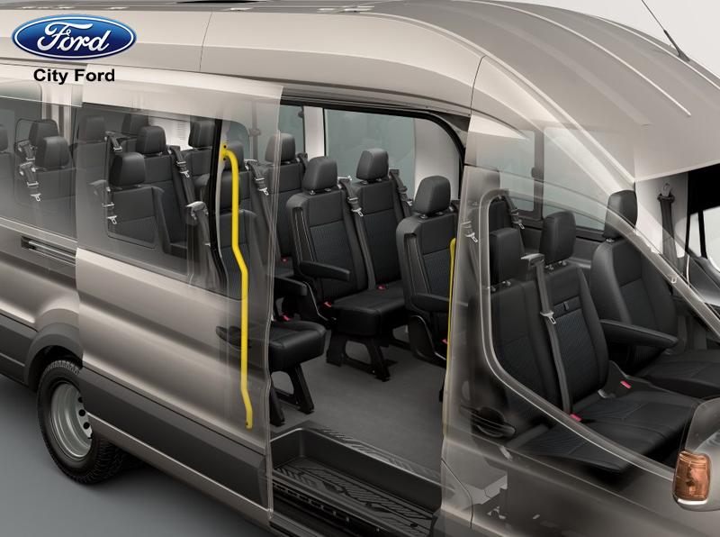 Ford Transit có không gian nội thất thoải mái, thoáng đãng