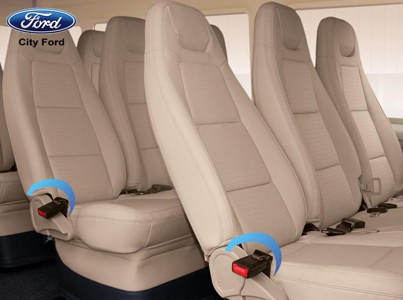 Ghế của xe Ford Transit có độ ngả lưng lớn, giúp hành khách nghỉ ngơi thoải mái hơn