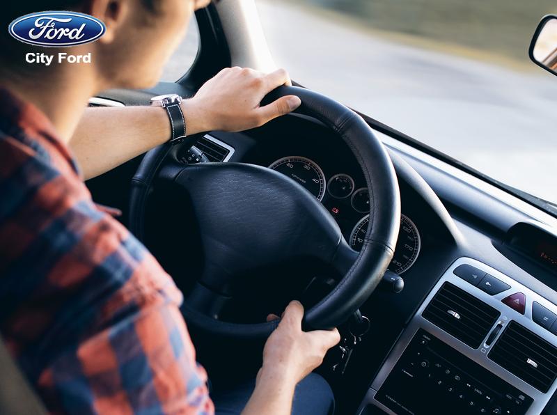 Người cầm lái ô tô cần giữ sự tập trung tối đa