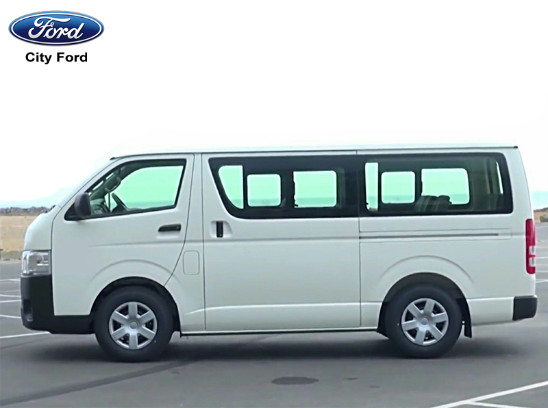 Toyota Hiace có không gian nội thất chỉ ở mức vừa phải