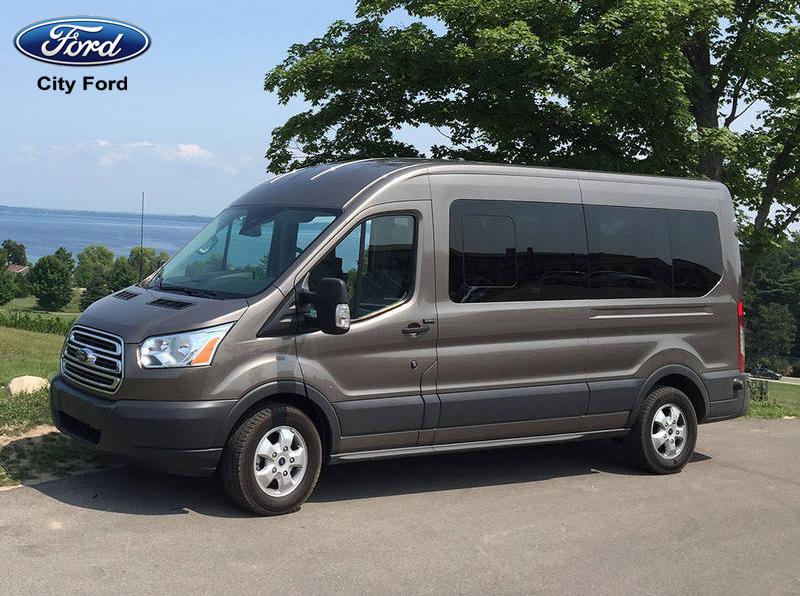 Với sức mạnh động cơ vượt trội, Ford Transit hoàn toàn có thể di chuyển trên cung đường hiểm trở