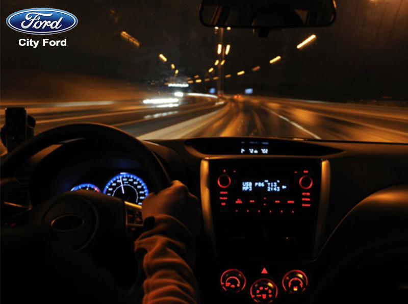 Giữ tốc độ và khoảng cách an toàn khi lái xe ban đêm