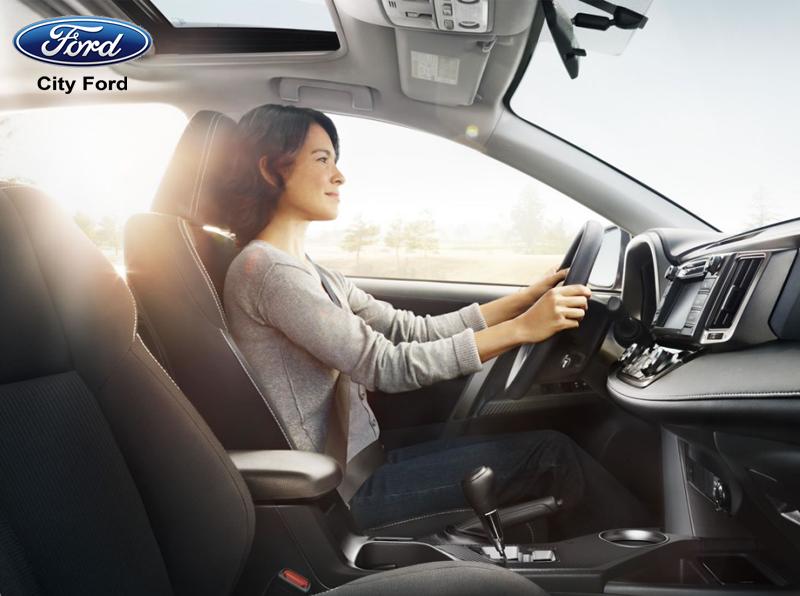 Thiết kế mạnh mẽ của Ford Transit đem lại cho bạn sự an toàn