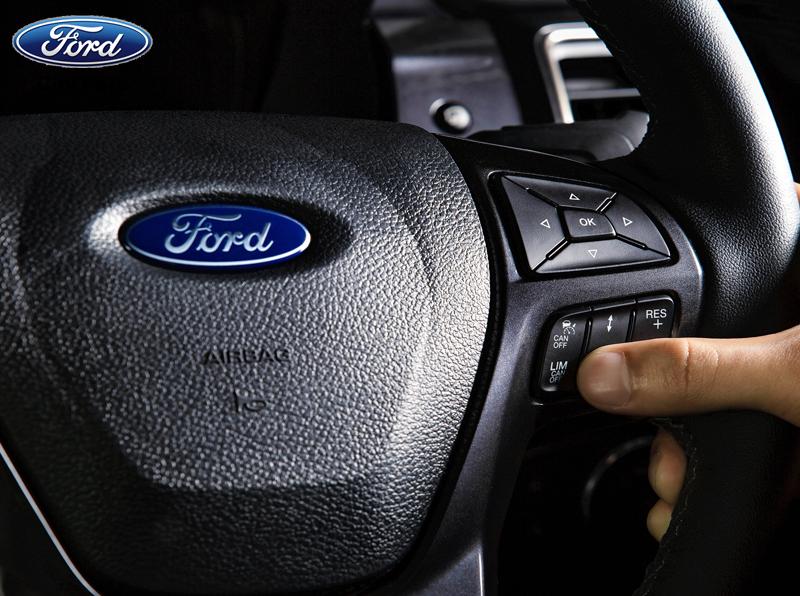 Không nên mở nhạc quá lớn khi lái xe