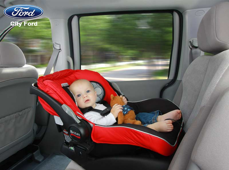 Trẻ dưới 6 tháng tuổi cần được ngồi trong ghế nôi để đảm bảo an toàn khi đi ô tô