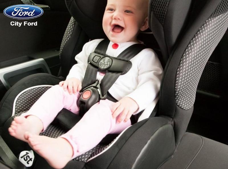 Với những trẻ dưới 4 tuổi cần có đai an toàn khi ngồi trong ô tô