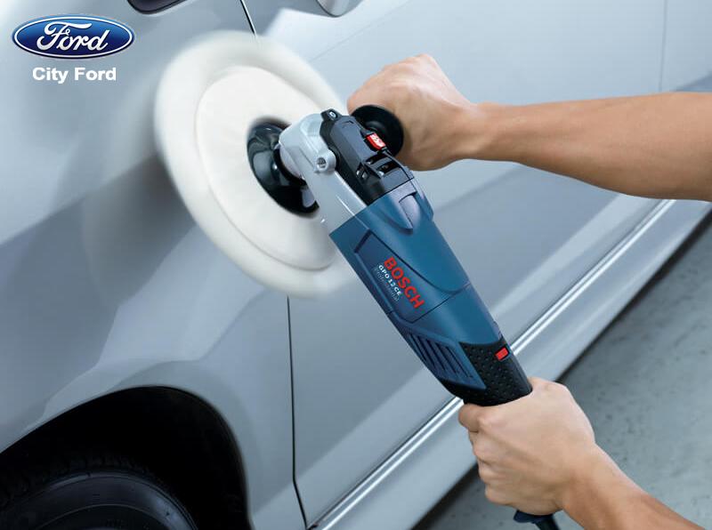 Thường xuyên đánh bóng lớp sơn xe không chỉ giúp xe được mới mà còn hạn chế được các vết bẩn bám vào